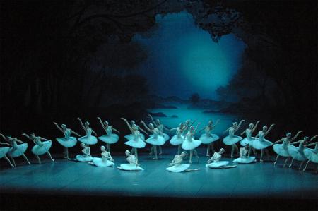 「白鳥の湖」 撮影:鹿摩隆司